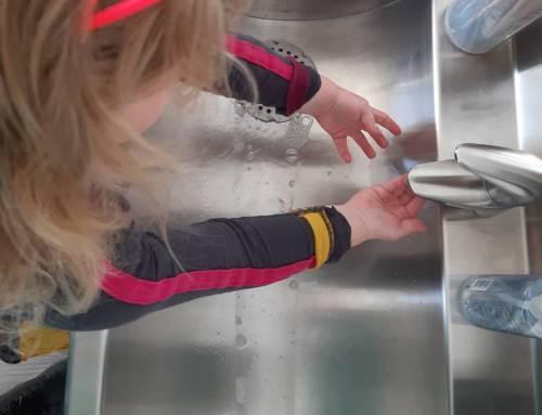 Handen vol aan handen wassen